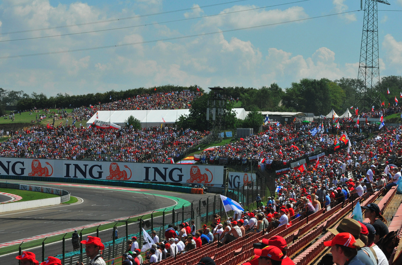 Hungarian Grand Prix Formula 1 crowds at Turn 16, Mogyorod - photo by Cameron Rogers
